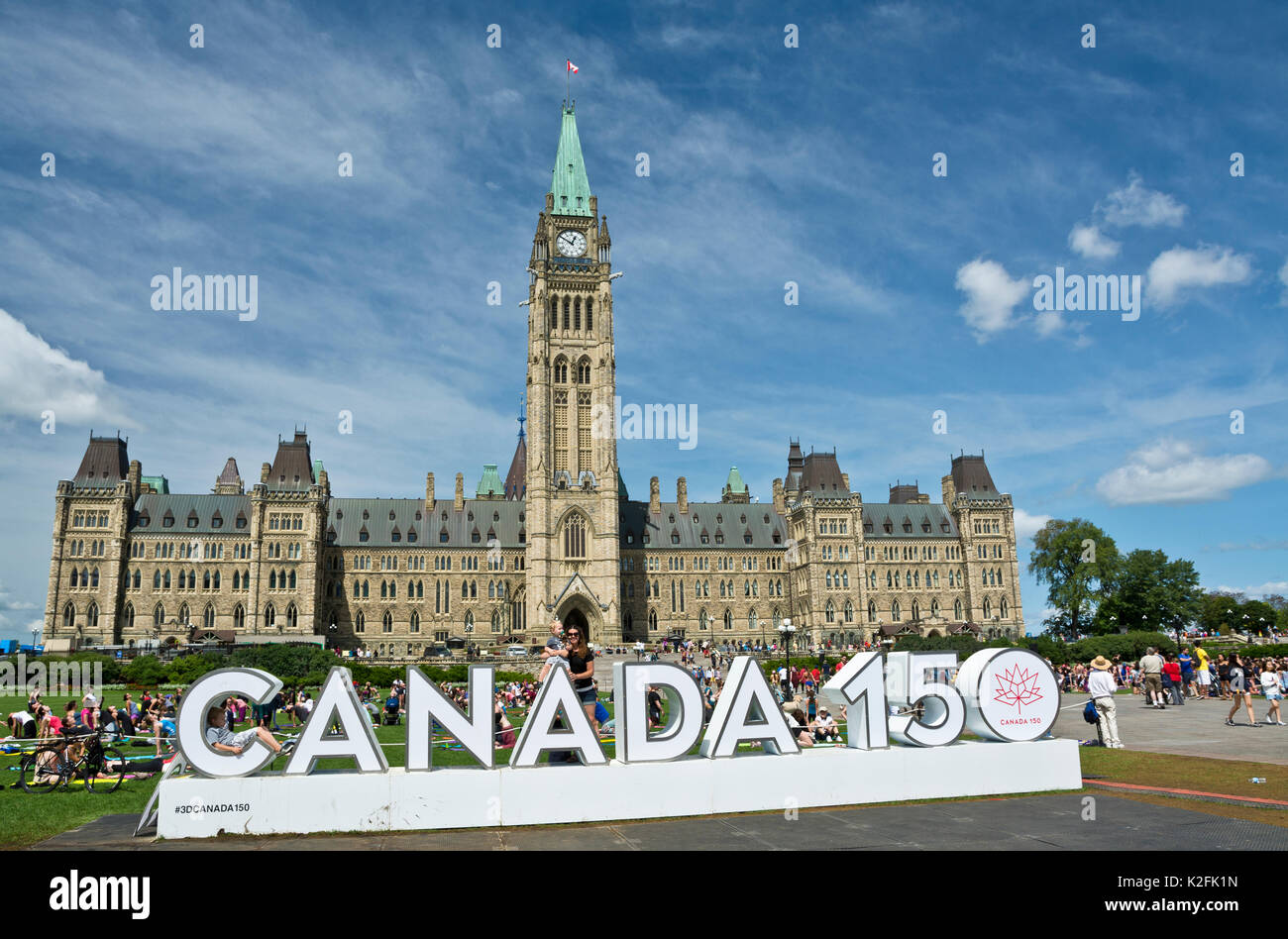 canada-150-sign-on-parliament-hill-in-ot