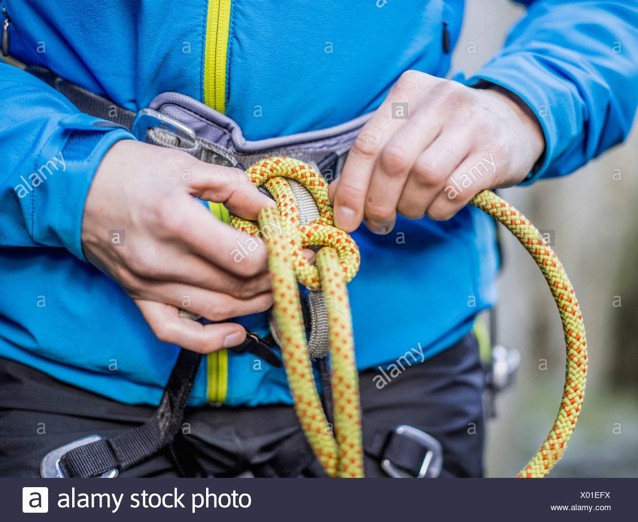 Klettergurt Aus Seil Binden : Kletterer seil binden stockfoto bild alamy