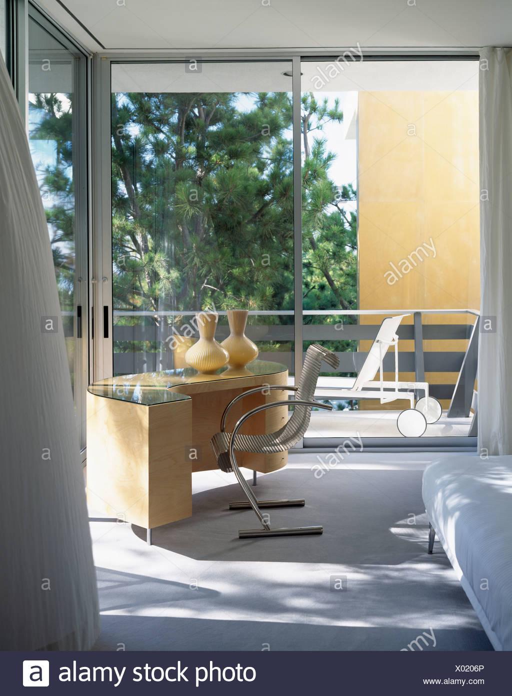 Fantastisch Mitte Des Jahrhunderts Modernen Schreibtisch Und Stuhl In Modernen  Schlafzimmer Mit Glastüren