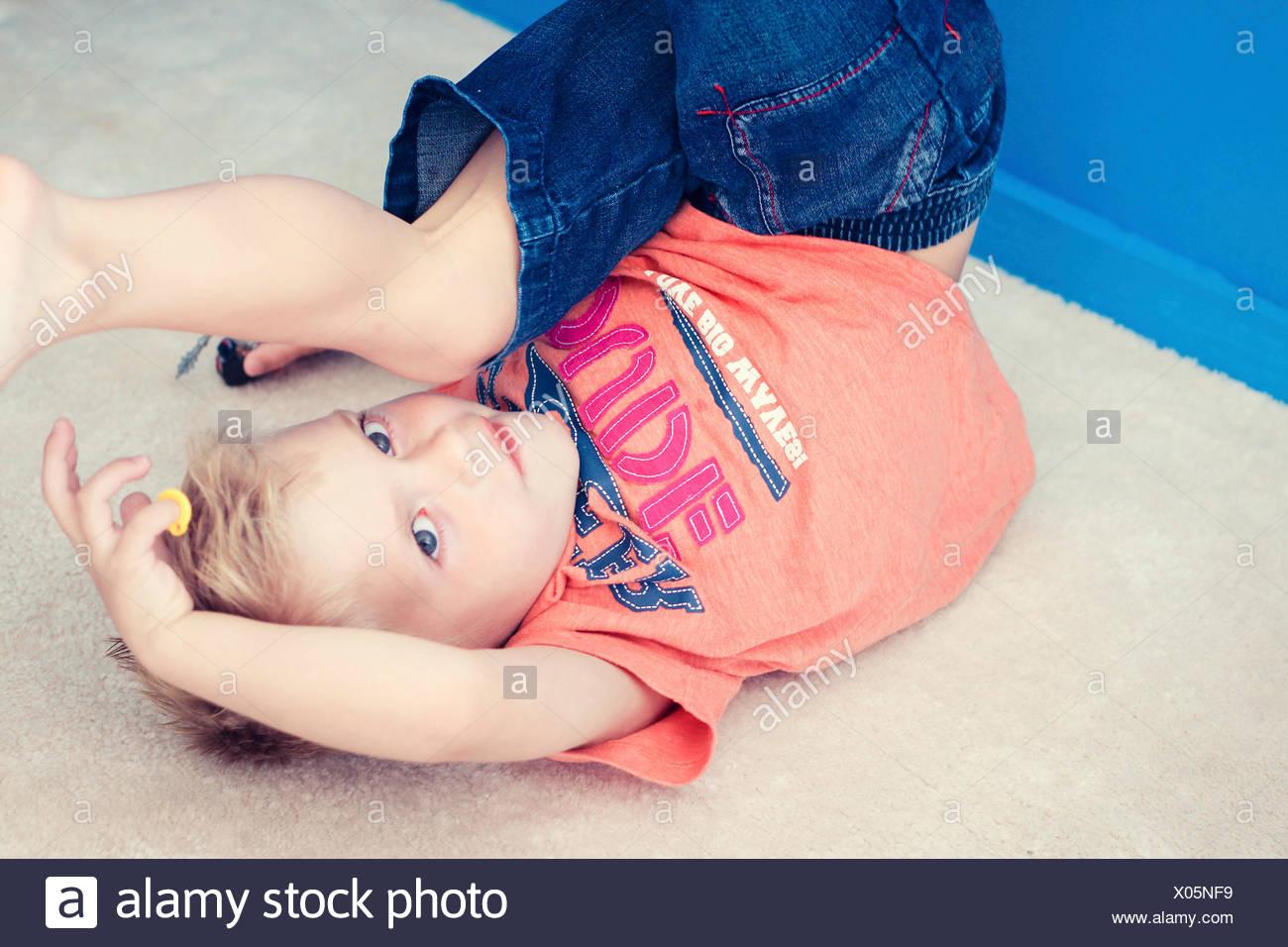 Floor im genes de stock floor fotos de stock alamy - En el piso de abajo libro ...