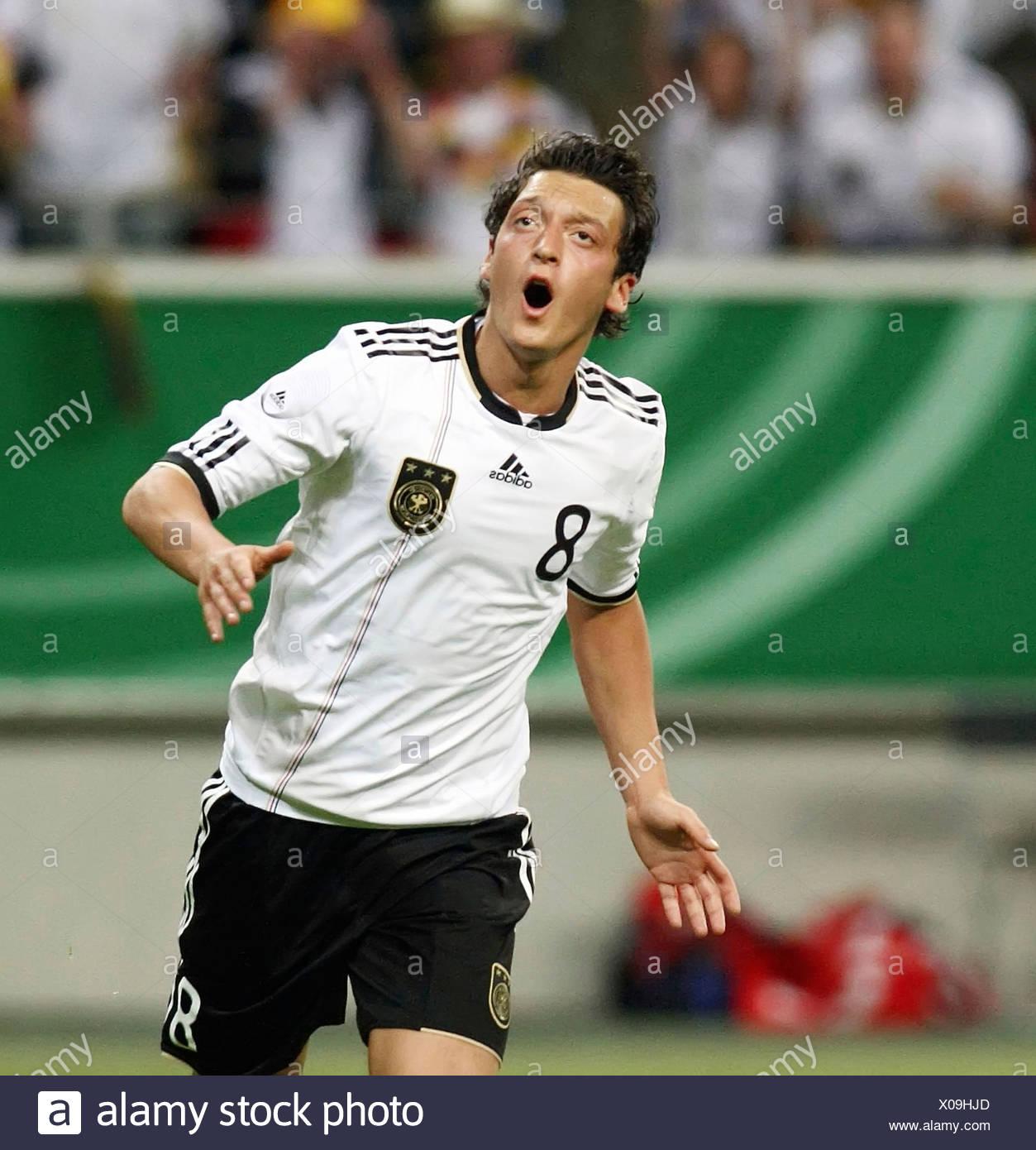 Deutscher Fussballspieler Mesut Oezil Stockfoto Bild 275577301 Alamy