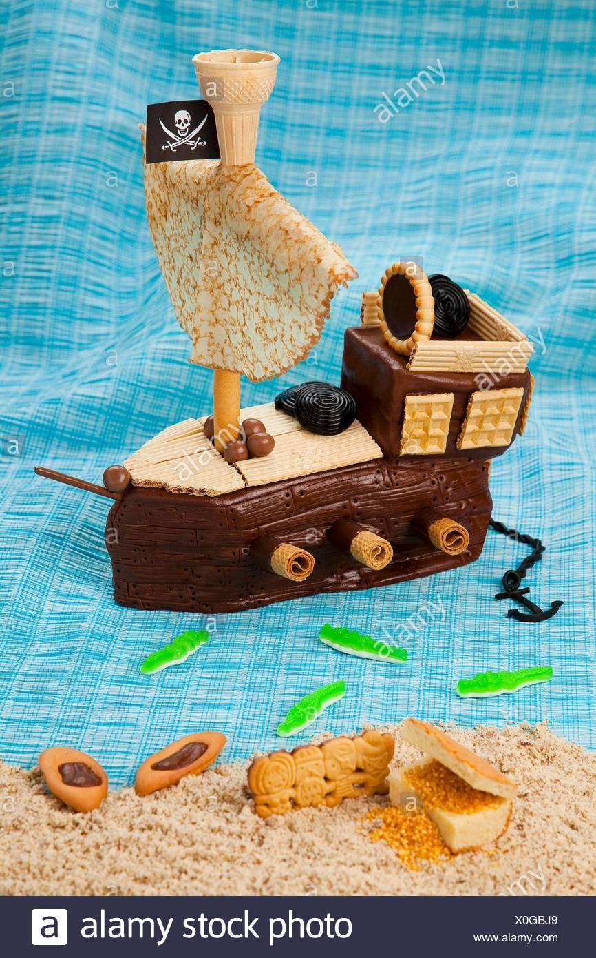 Ein Pirat Schiff Schokolade Kuchen Mit Einem Pancake Segel Stockfoto