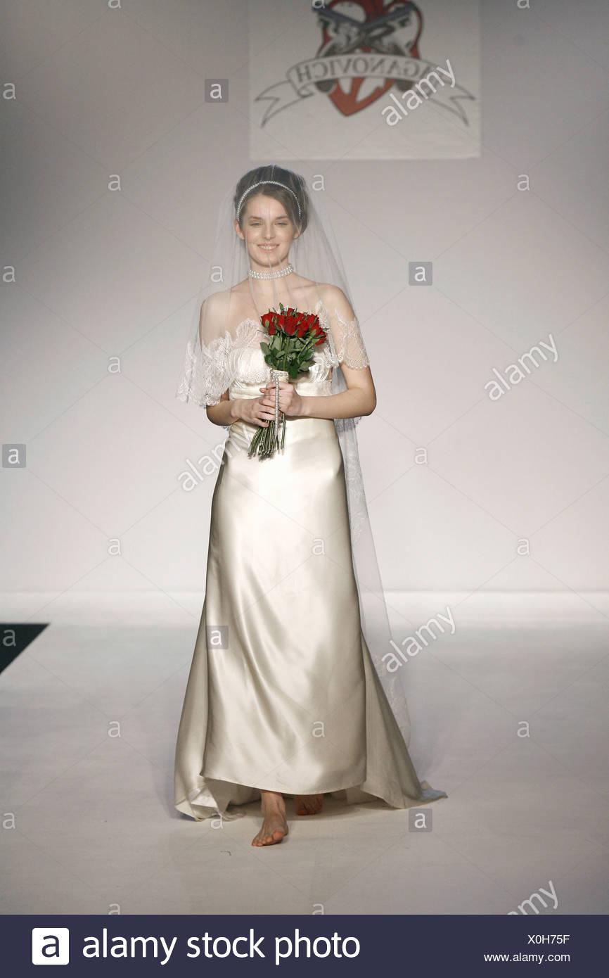 Großzügig Kleider Hochzeit Zu Tragen Galerie - Brautkleider Ideen ...