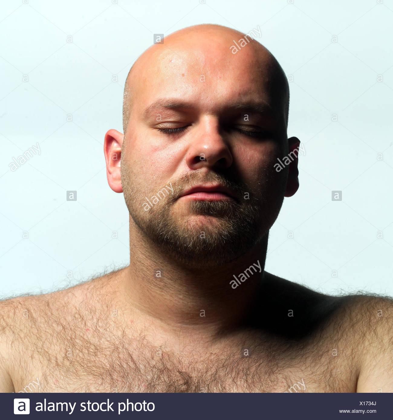 Mann Glatze Freien Oberen Teil Des Körpers Augen Geschlossen