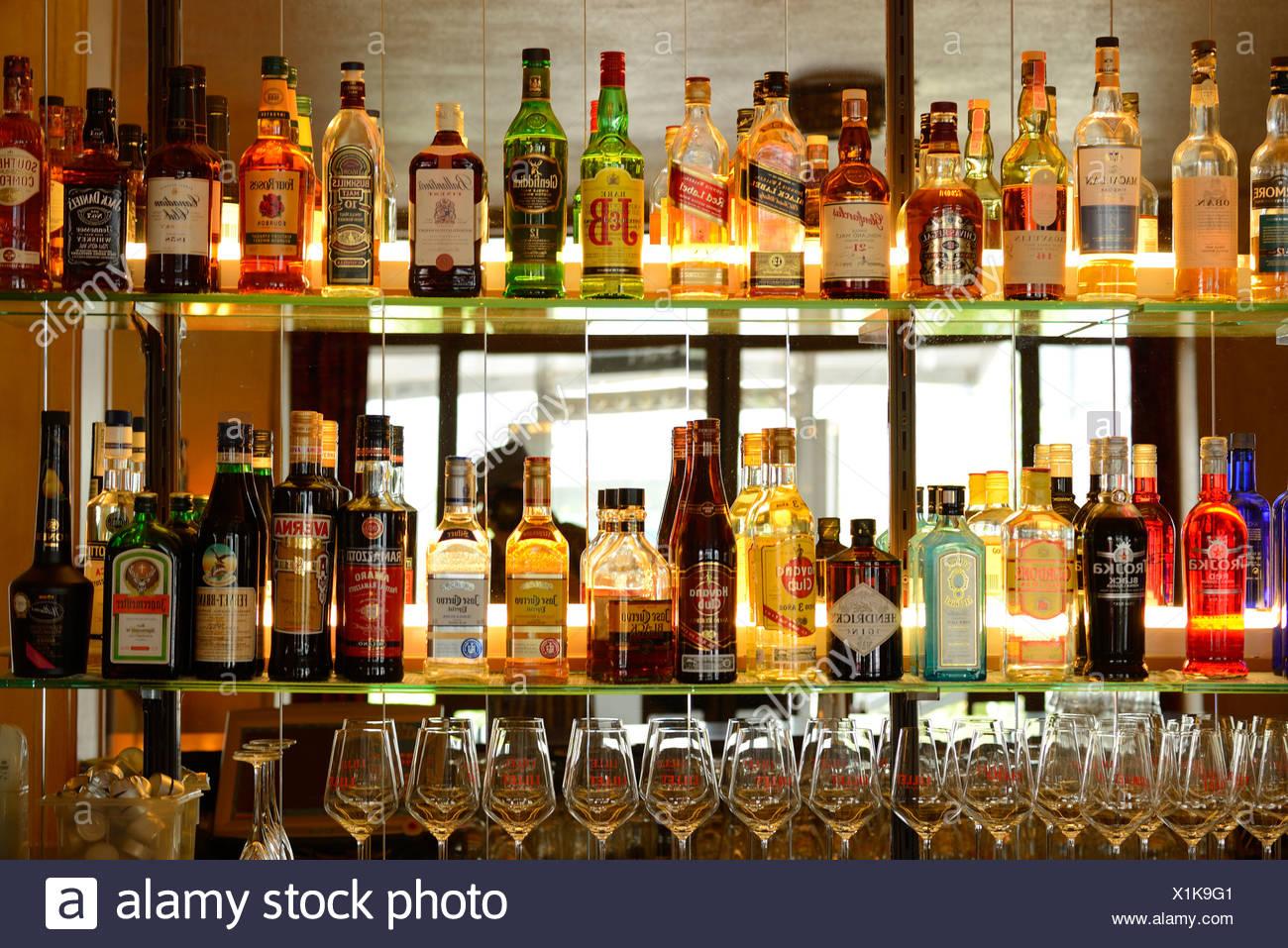 Europa, Schweiz, St.Gallen, Bar, Flaschen, Glas, Getränke, Alkohol ...