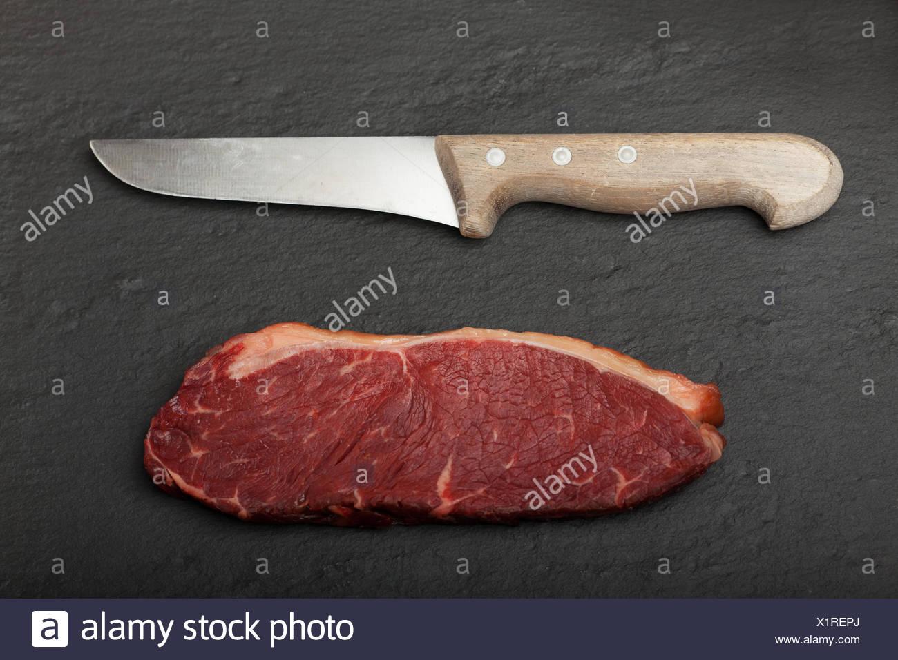 Kuche Kuche Roh Steak Steak Arm Waffe Messer Messer Fleisch
