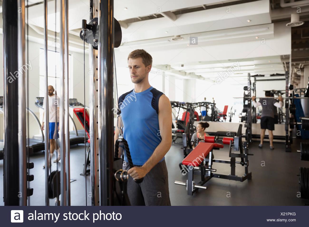 Triceps Rope Pulldown Imágenes De Stock & Triceps Rope Pulldown ...