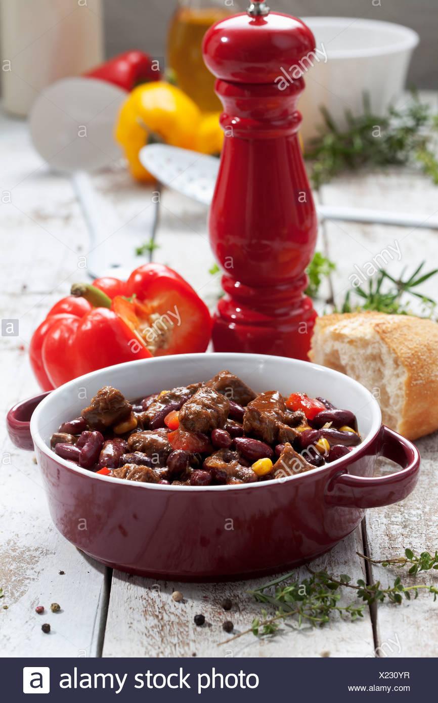 Chili Con Carne In Topf Studio Gedreht Stockfoto Bild 276661835
