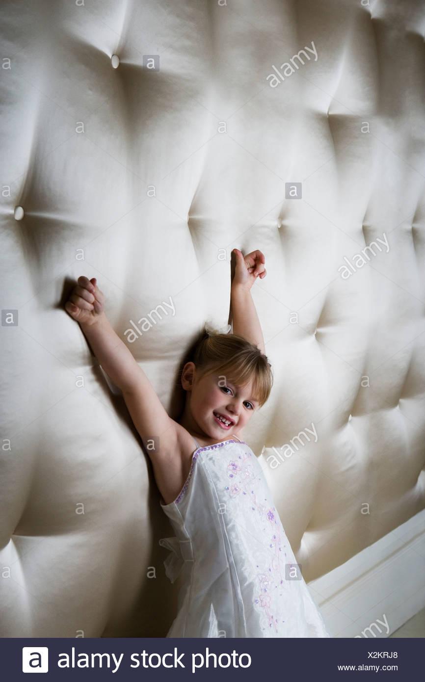 Ausgezeichnet Kleine Mädchen Parteikleider Uk Fotos - Hochzeit Kleid ...