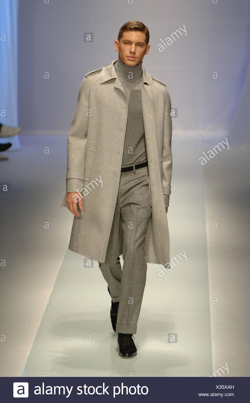 Mailand Valentino Menswear Bereit Zu Tragen Grau Tonen Modell Kurze