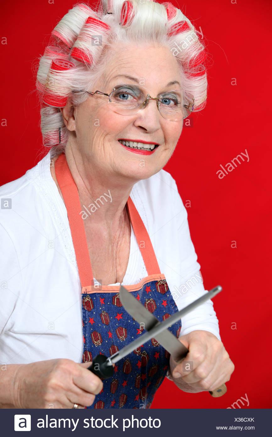 Frisuren äLtere Damen | Alte Dame Mit Lockenwickler Stockfoto Bild 277351723 Alamy