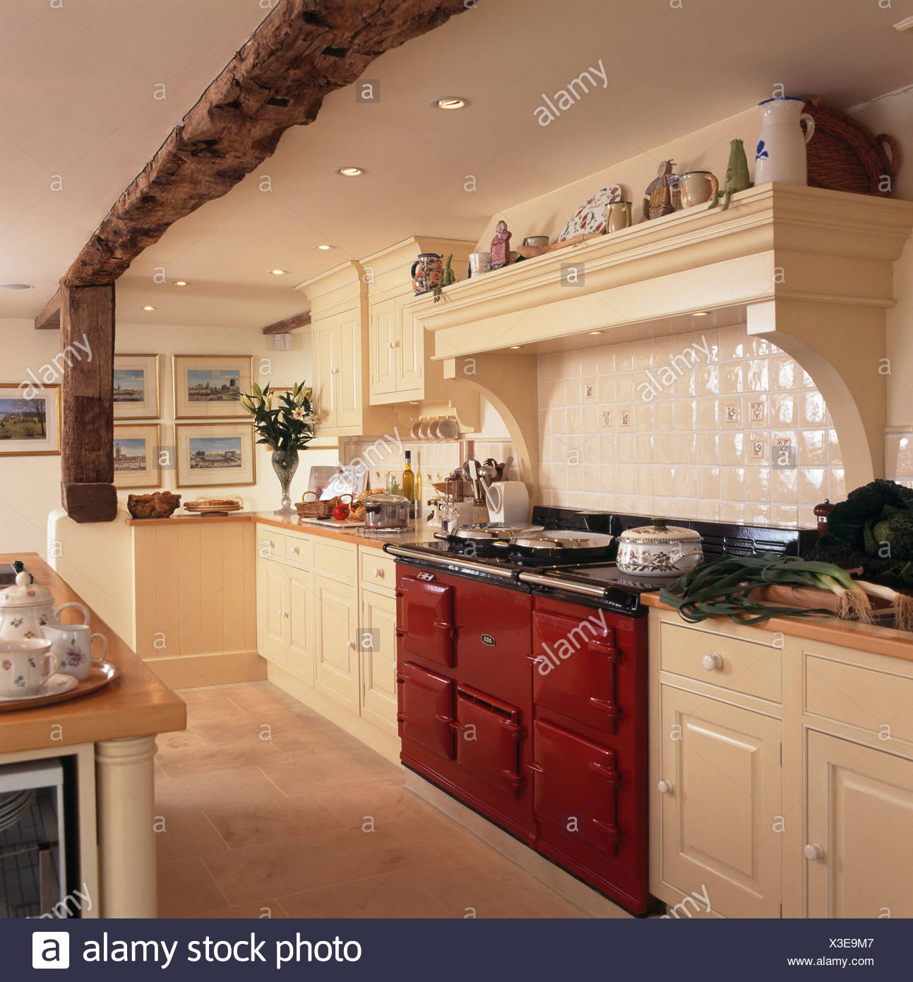 Large Country Kitchen Aga Imágenes De Stock & Large Country Kitchen ...