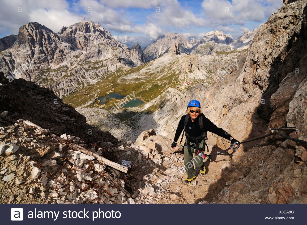 Klettersteig Dolomiten : Jugendliche klettern auf den paternkofel klettersteig boedenseen