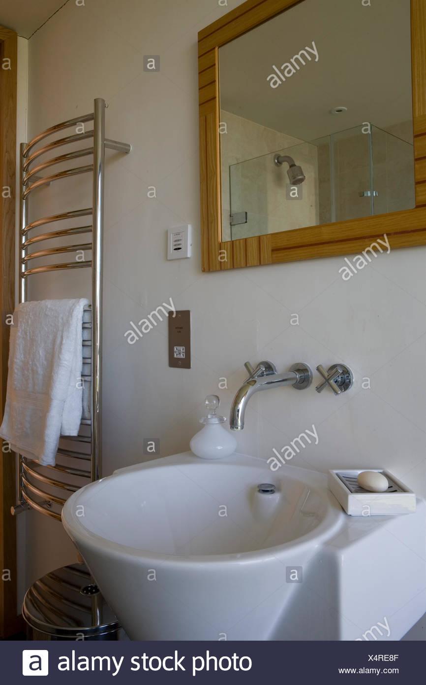 Waschbecken mit handtuchhalter for Waschbecken modern gunstig