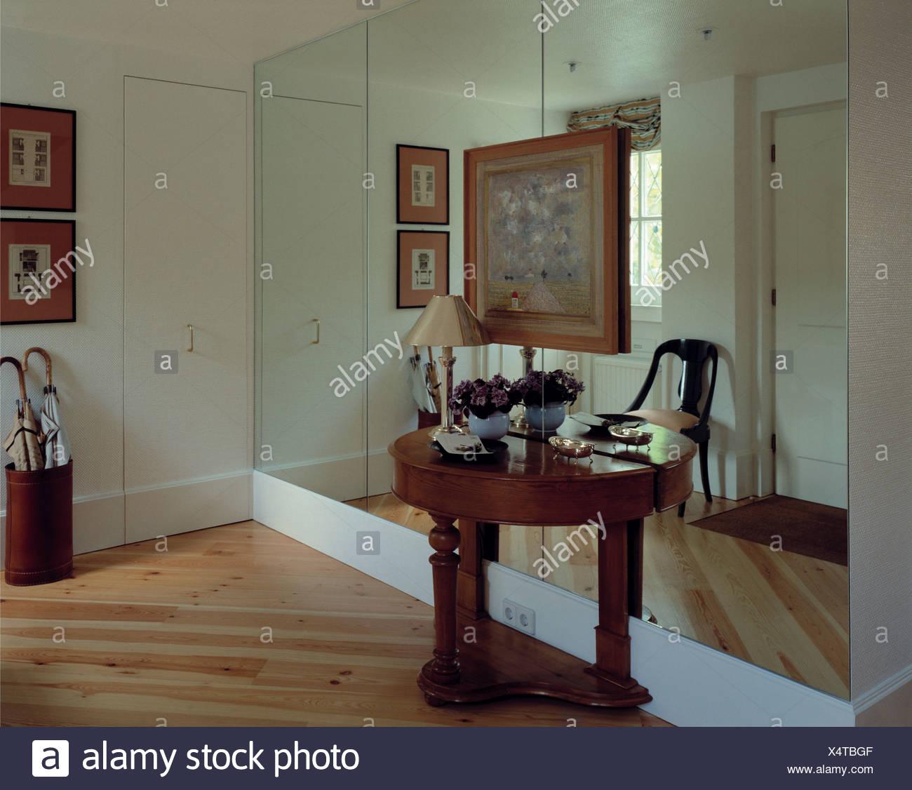 flur-konsole und spiegelwand stockfoto, bild: 278360447 - alamy
