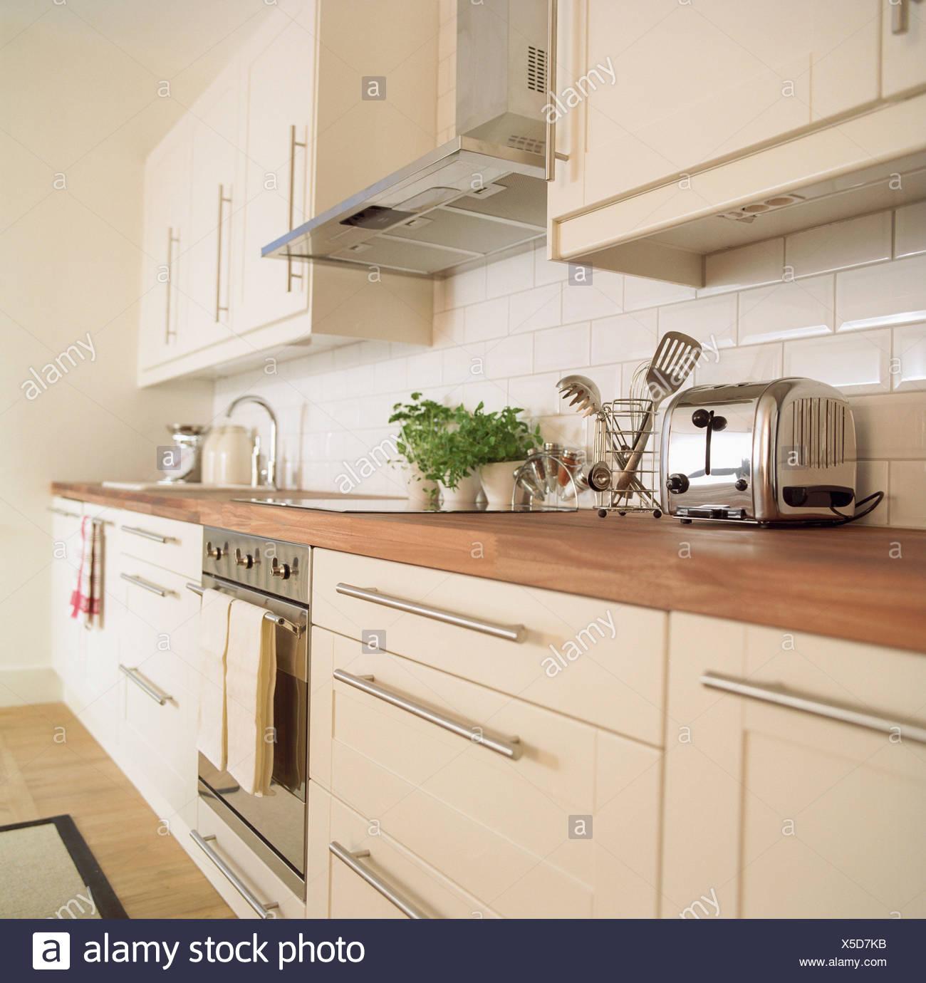 Atractivo Unidades De Base Esquina De La Cocina Del Reino Unido ...
