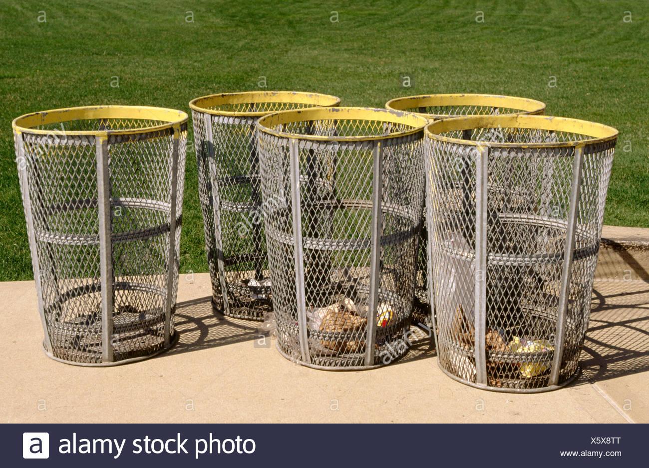 Garbage_cans Stockfotos & Garbage_cans Bilder - Seite 2 - Alamy