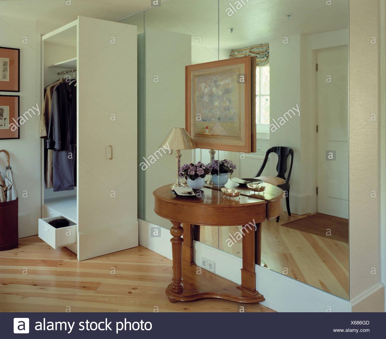 flur-konsole und spiegelwand stockfoto, bild: 279234605 - alamy