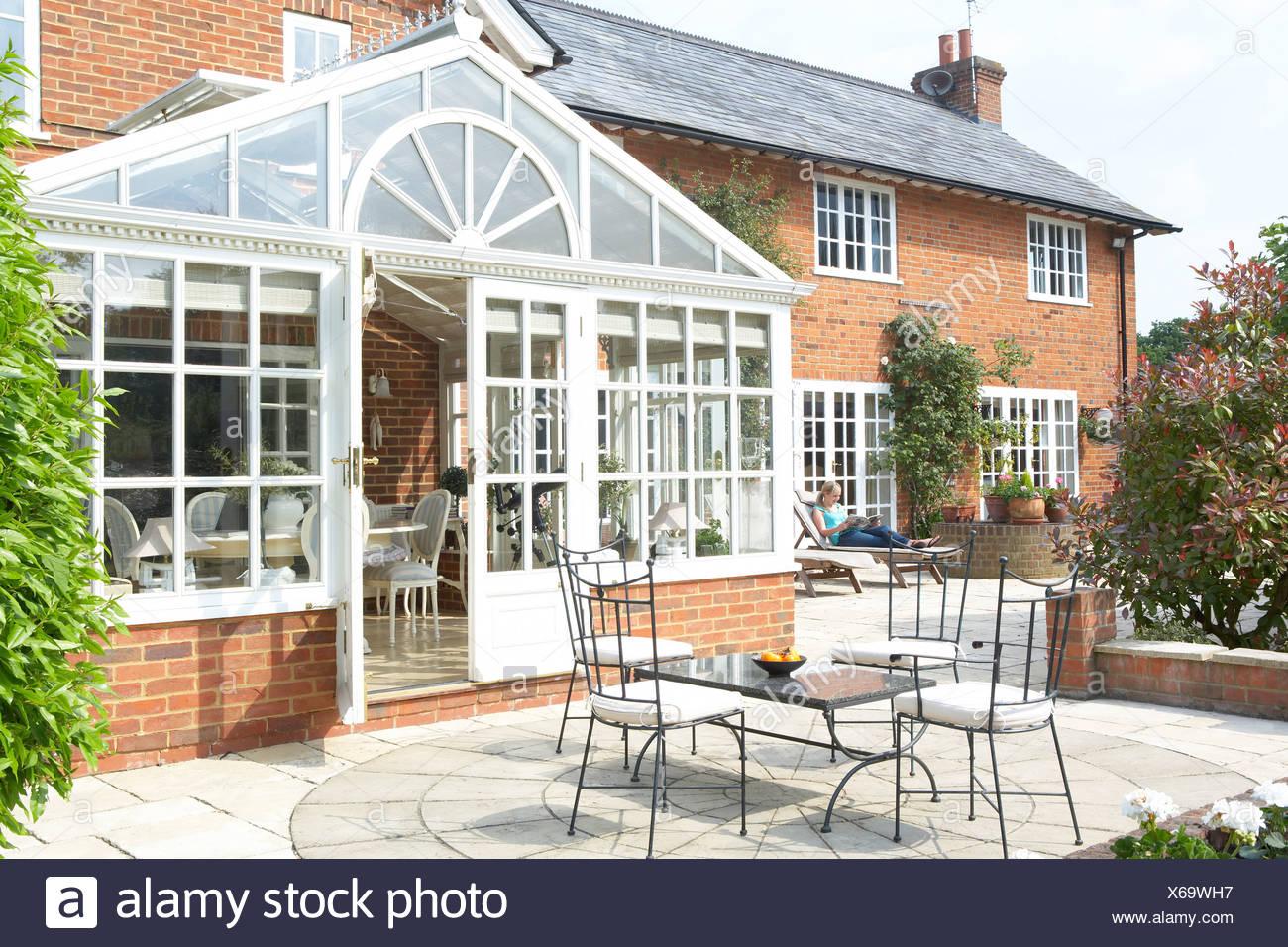 Haus mit Wintergarten und Terrasse Stockfoto, Bild: 279271475 - Alamy