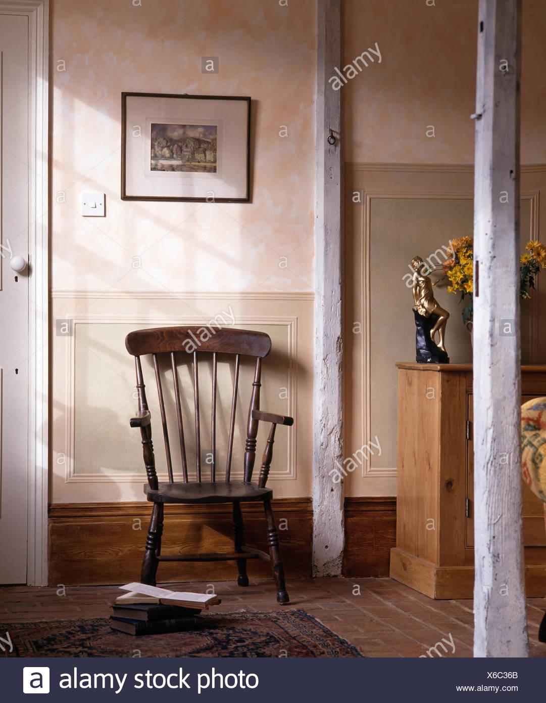 Stick Wieder Vintage Sessel In Einem 70er Jahre Wohnzimmer Stockfoto