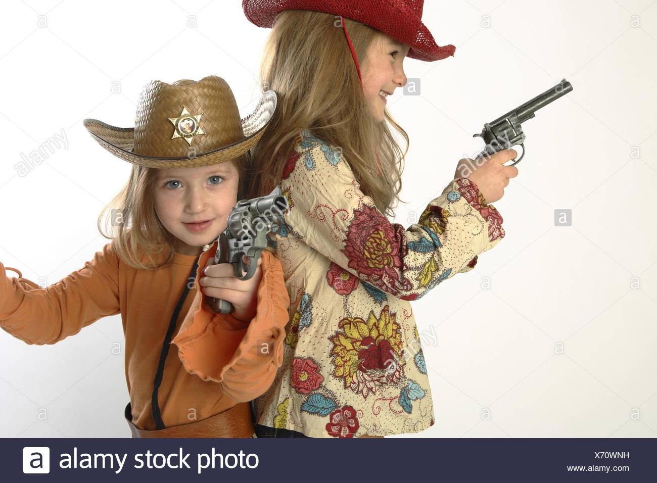 Madchen Verkleidung Cowgirls Geste Pistolen An Der Seite