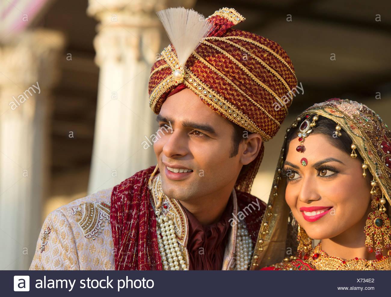 Ausgezeichnet Indian Hochzeitskleid Für Braut Und Bräutigam Fotos ...