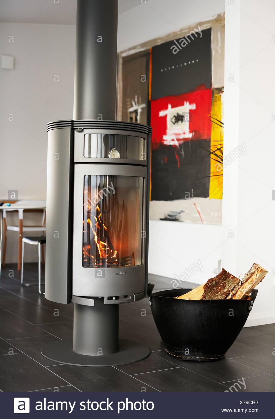 Ein Ofen im Wohnzimmer, Schweden Stockfoto, Bild: 279876102 - Alamy