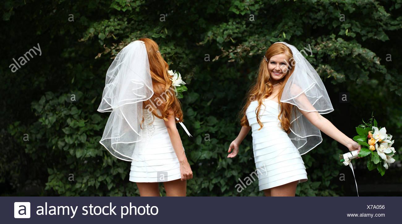 Schone Rote Haare Braut Brautkleid Tragen Stockfoto Bild 279888146