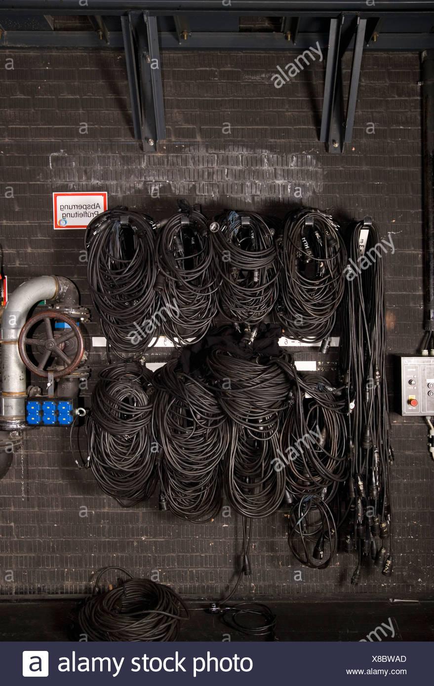 Ungewöhnlich Elektrische Verkabelung In Wänden Ideen - Elektrische ...