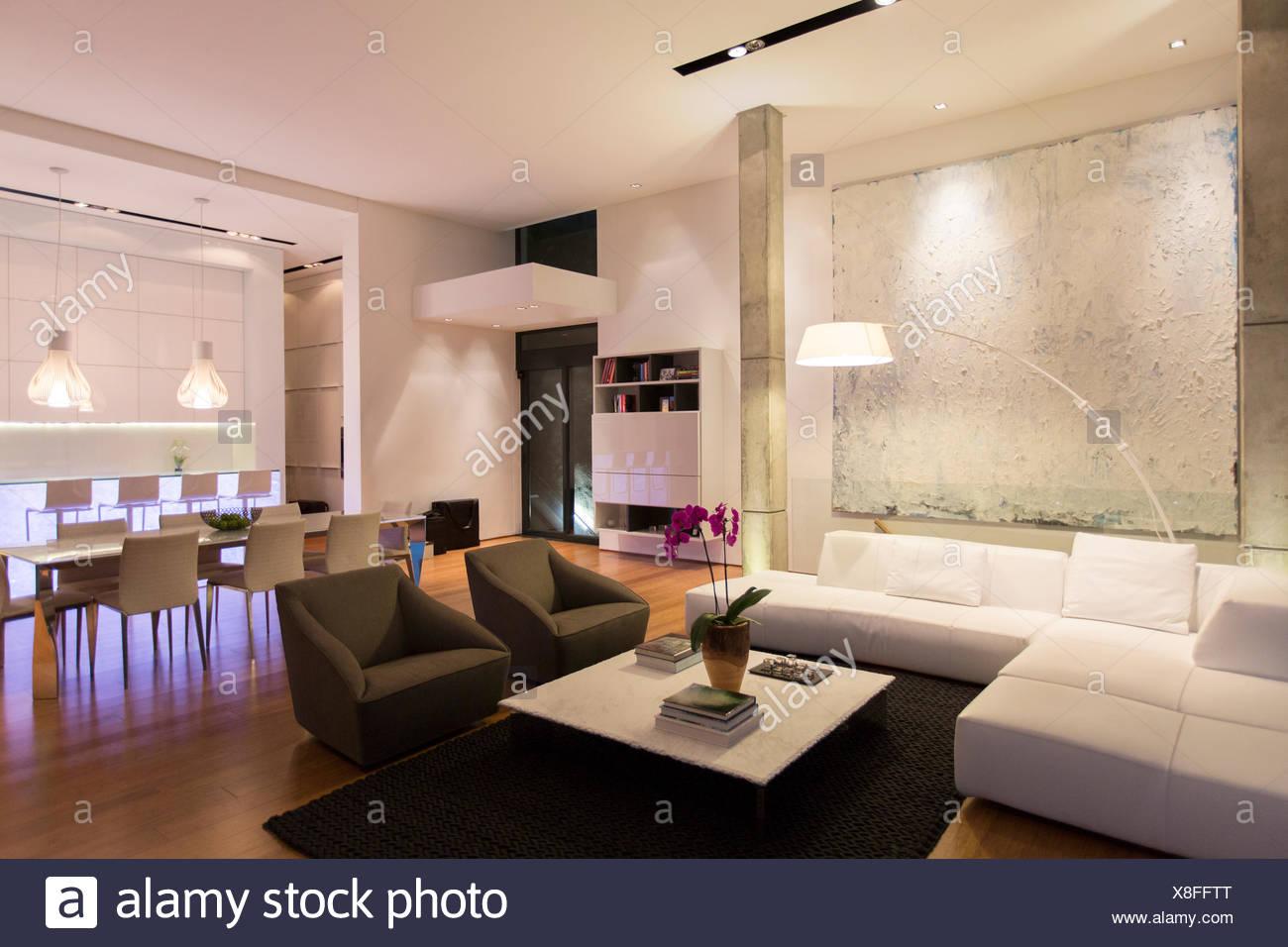 Wunderbar Sofa Und Tisch In Moderne Wohnzimmer