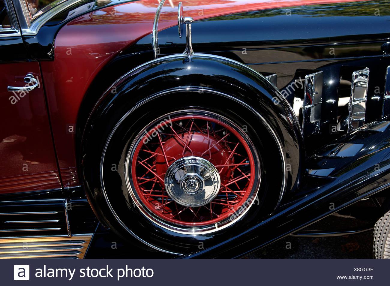 l7.alamy.com/comp/X8GG3F/reserverad-1930-cadillac-...