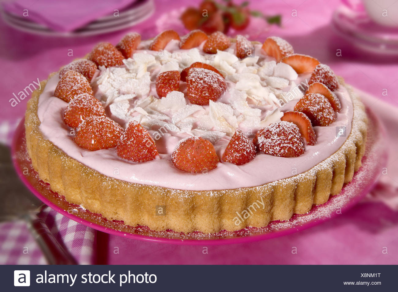 Abgedeckt Tisch Erdbeerkuchen Tisch Bedeckt Kuchen Erdbeeren