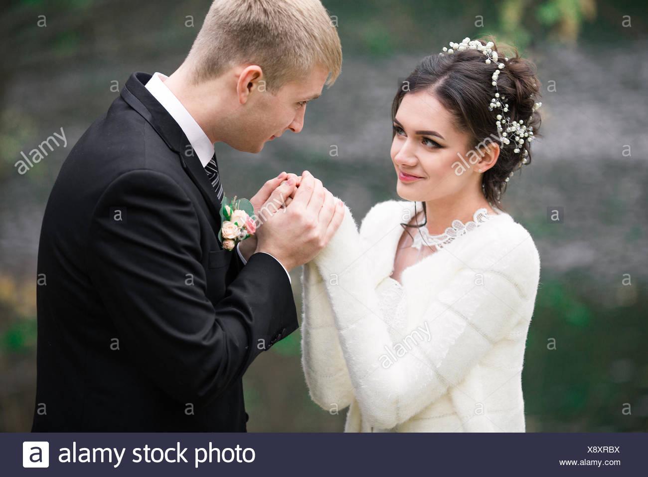 Tolle Weiße Hochzeit Anzug Frauen Zeitgenössisch - Hochzeit Kleid ...