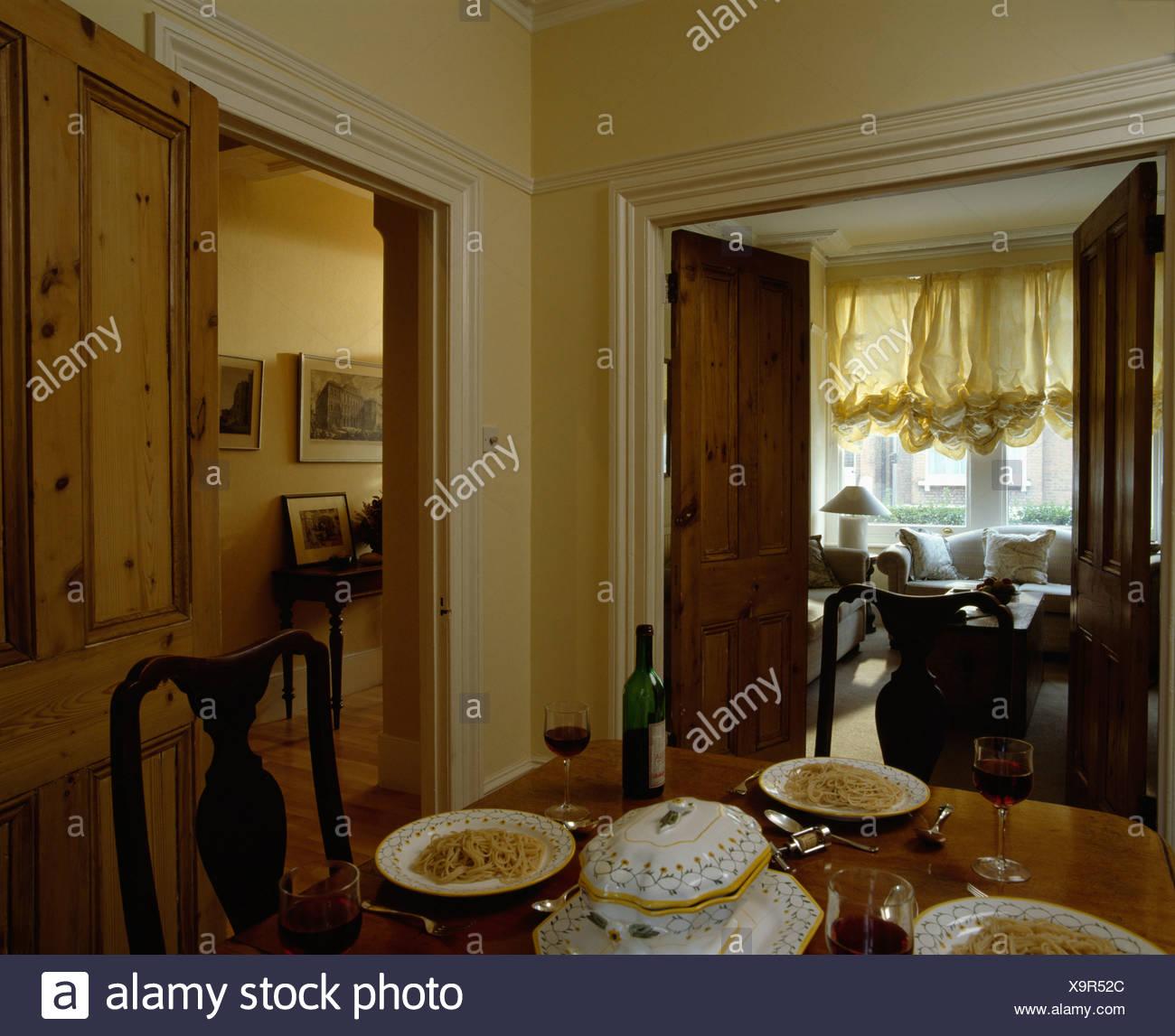 Einzigartig Esstisch Wohnzimmer Foto Von Einstellungen Am Mit Blick Durch Offene Türen,