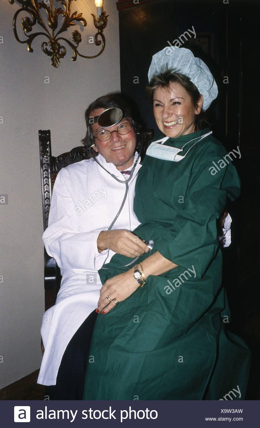 Charmant Verkleiden Sich Für 80er Party Fotos - Brautkleider Ideen ...