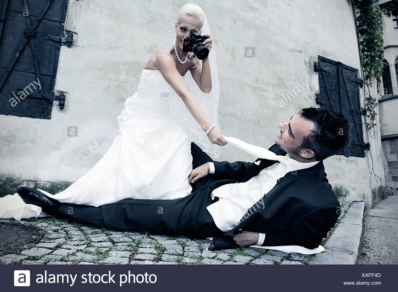 Braut Den Brautigam Mit Einer Alten Kamera Foto Shooting Hochzeit