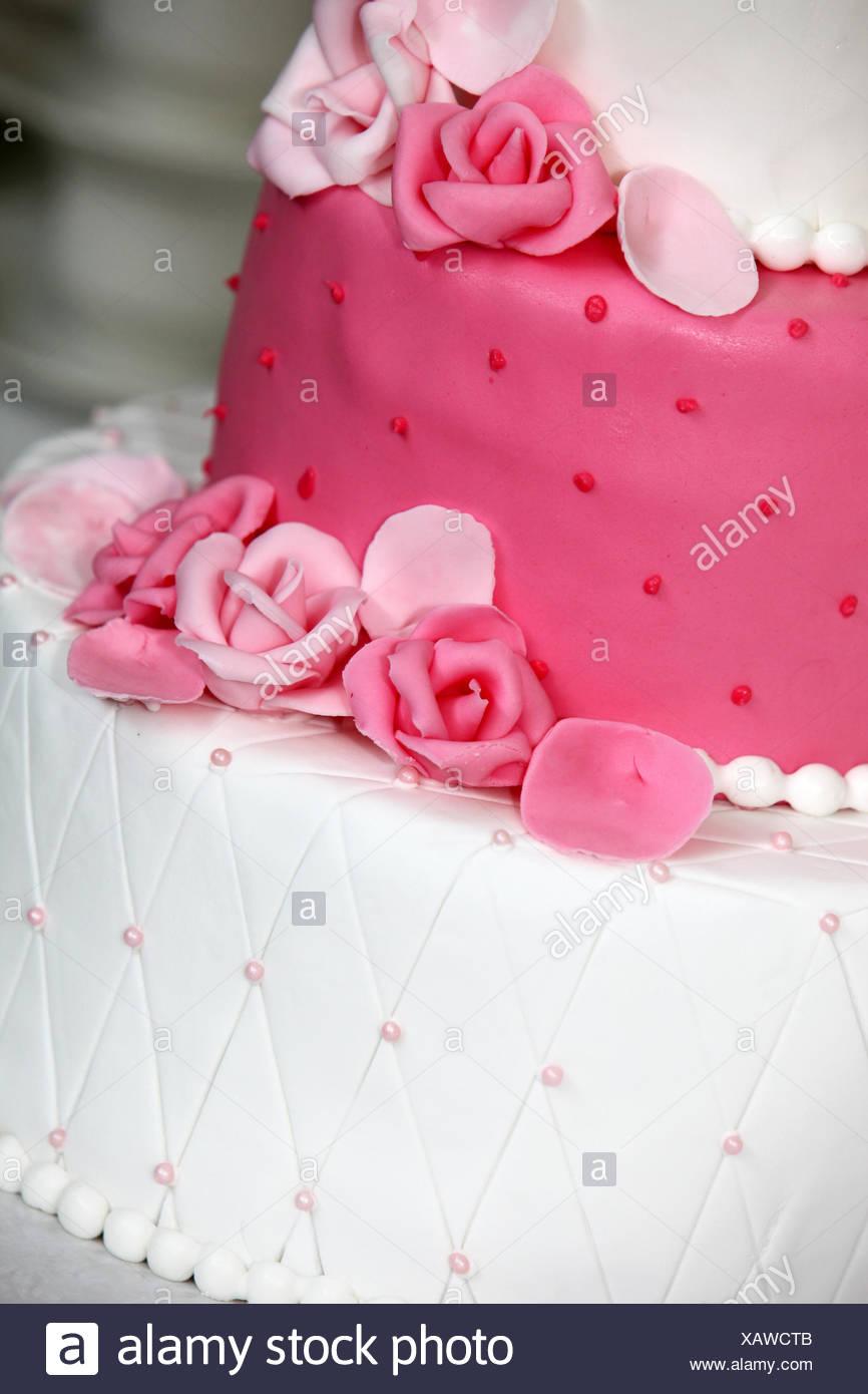 Abgestufte Hochzeitstorte Mit Rosa Rosen Stockfoto Bild 282071339