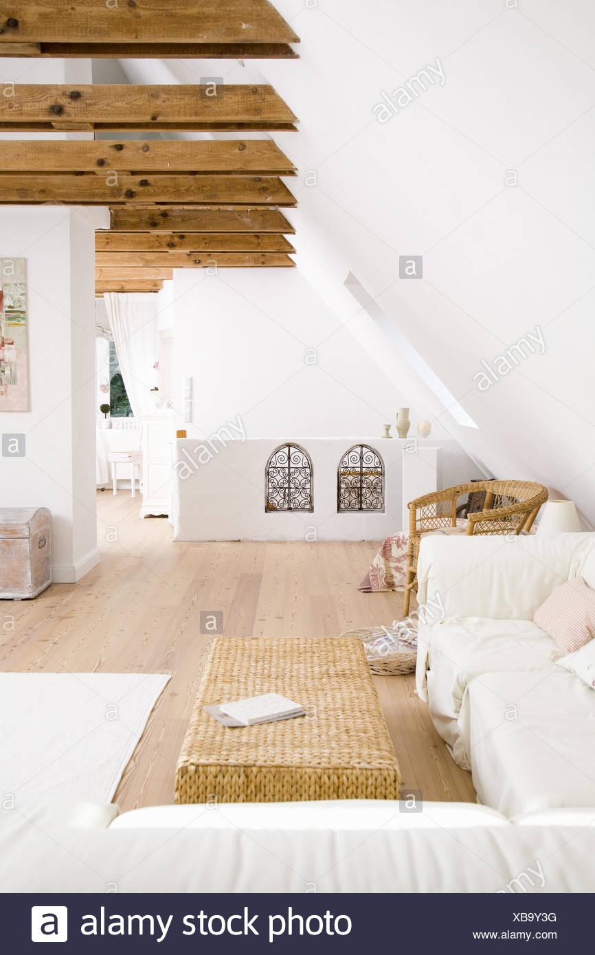 Penthouse, Wohnzimmer, Couch, Dach Geschoss, Loft, Balken, Wohnung,  Wohn Ambiente, Landhausstil Holz Boden, Hell, Komfortabel, Modern,  Lebensstil, Innere,