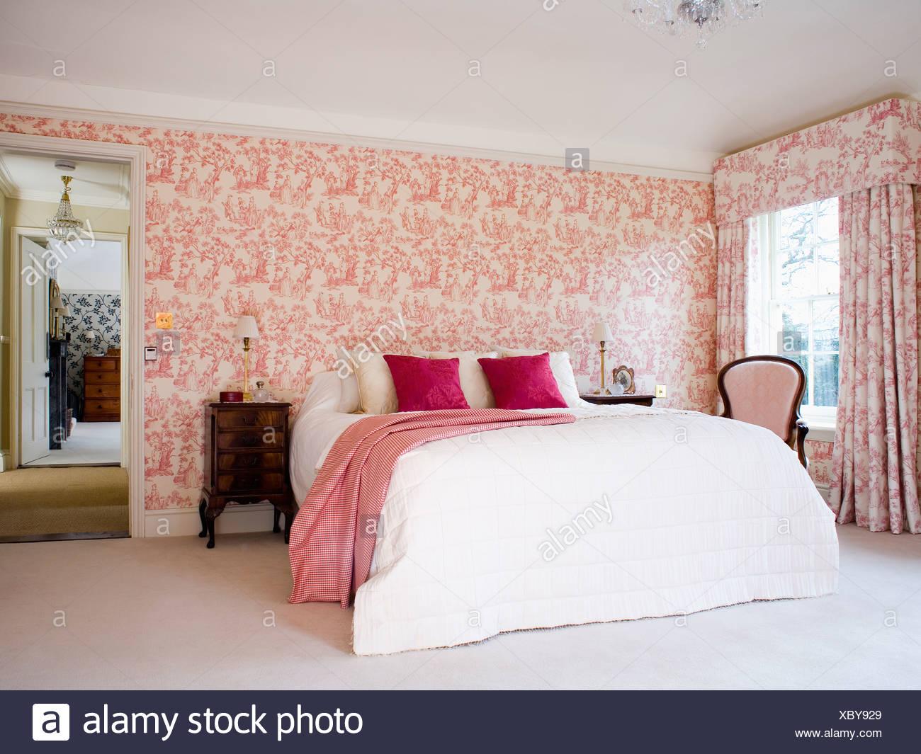 Rosa, Toile-de-Jouy-Tapeten und passende Vorhänge im Land ...