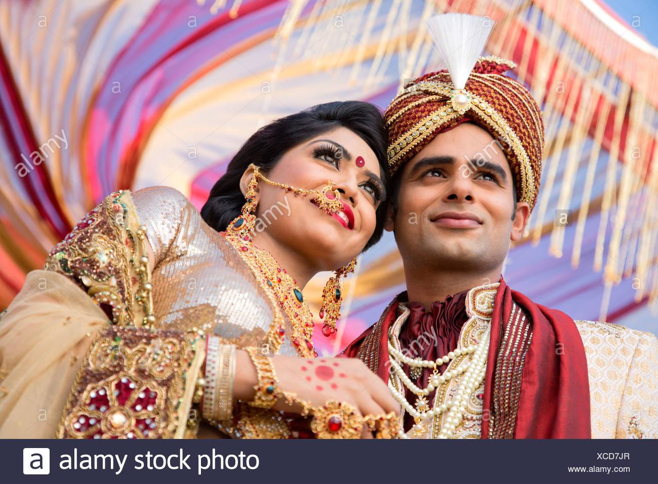 Niedlich Brautkleider Indischen Stil Bräutigam Zeitgenössisch ...