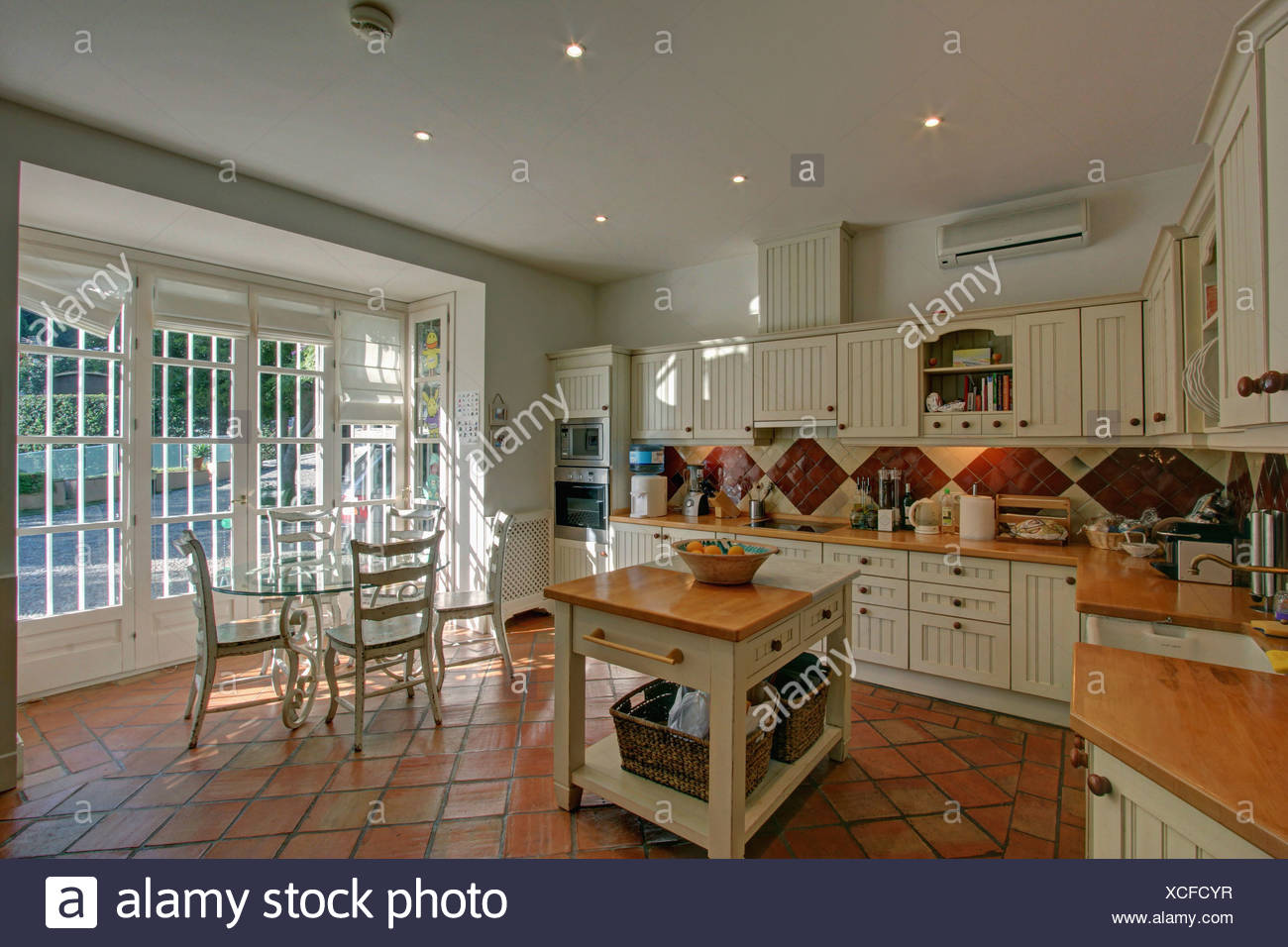 Metzgerei-Block im Landhausstil spanische Küche mit Terrakotta ...