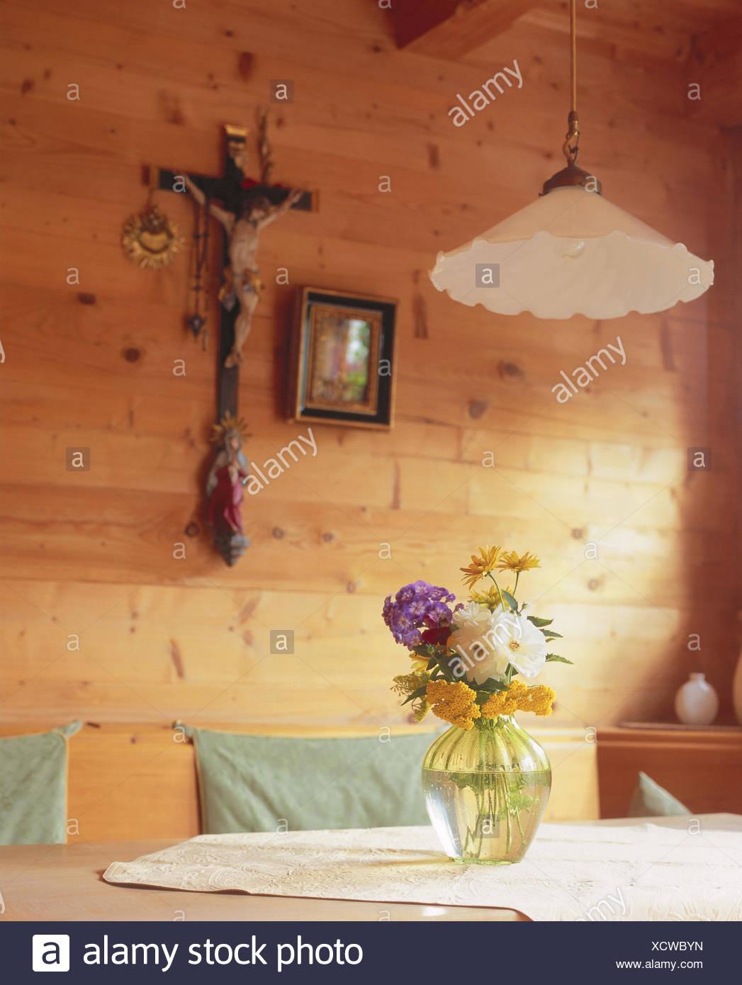 Wohnraum, Detail, Tabelle, Blumenvase, Zimmer, Bauernstube, Küche,  Wohnraum, Essecke, Eckbank, Esstisch, Holz St. Möbel, St. Möbel, Wand,  Wandbelag, ...