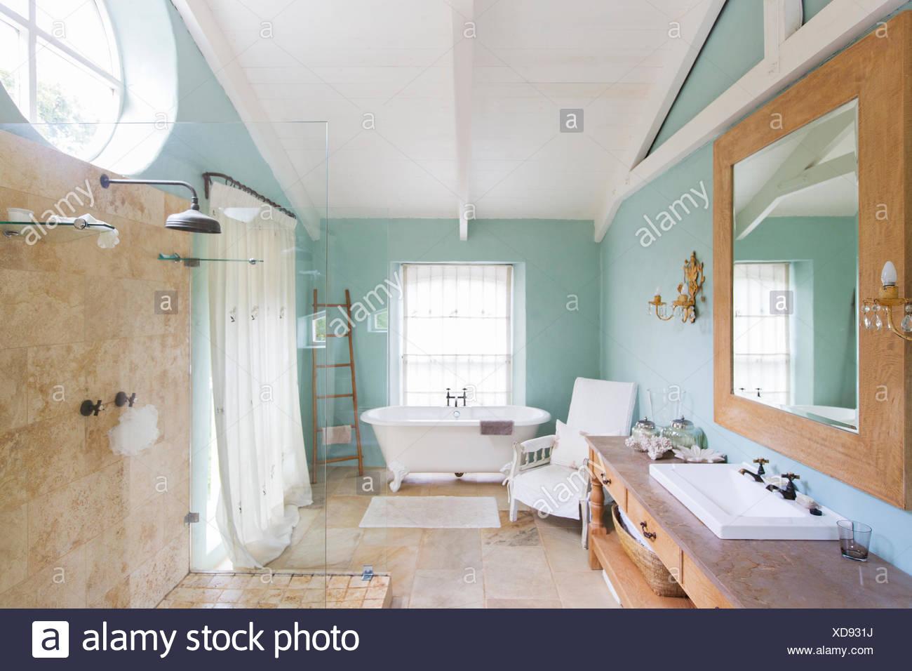 Badewanne Und Dusche In Rustikale Badezimmer