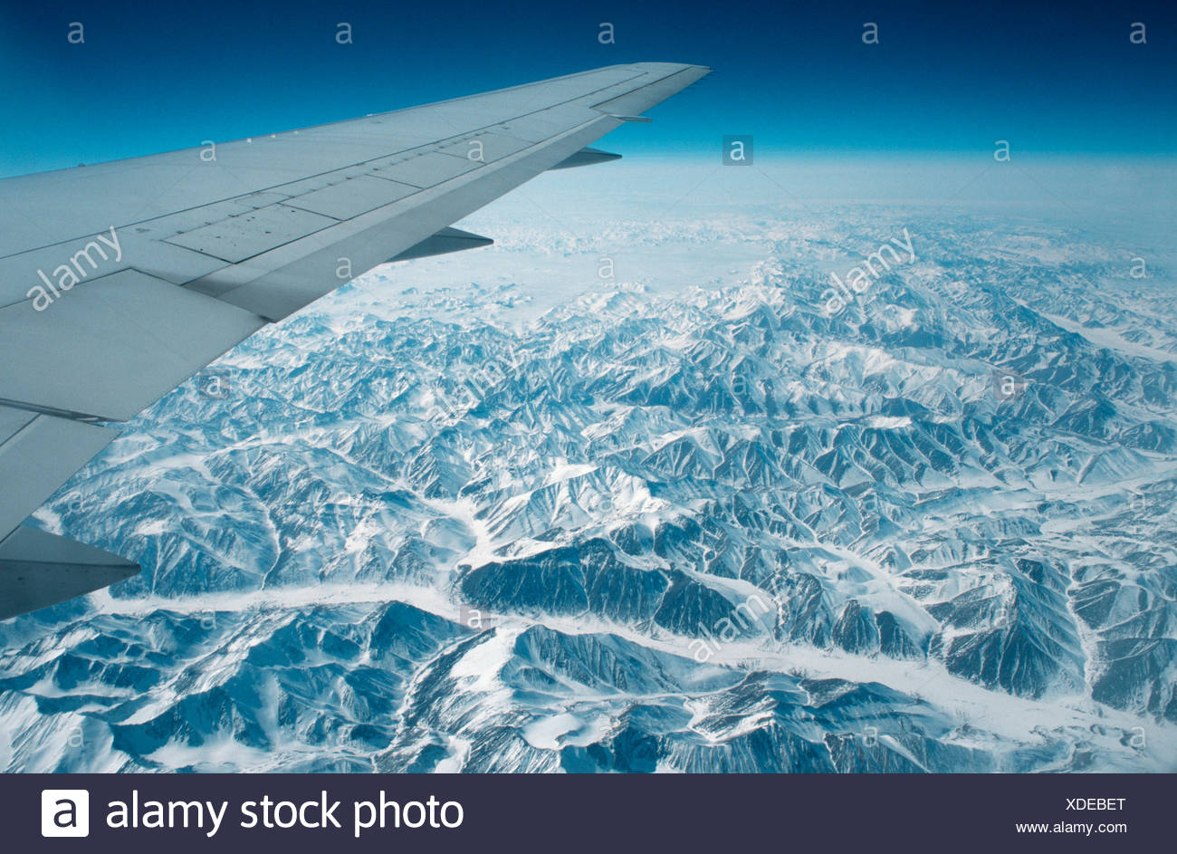 Blick Vom Flugzeug Blick Aus Flugzeug Stockfoto Bild 283672784
