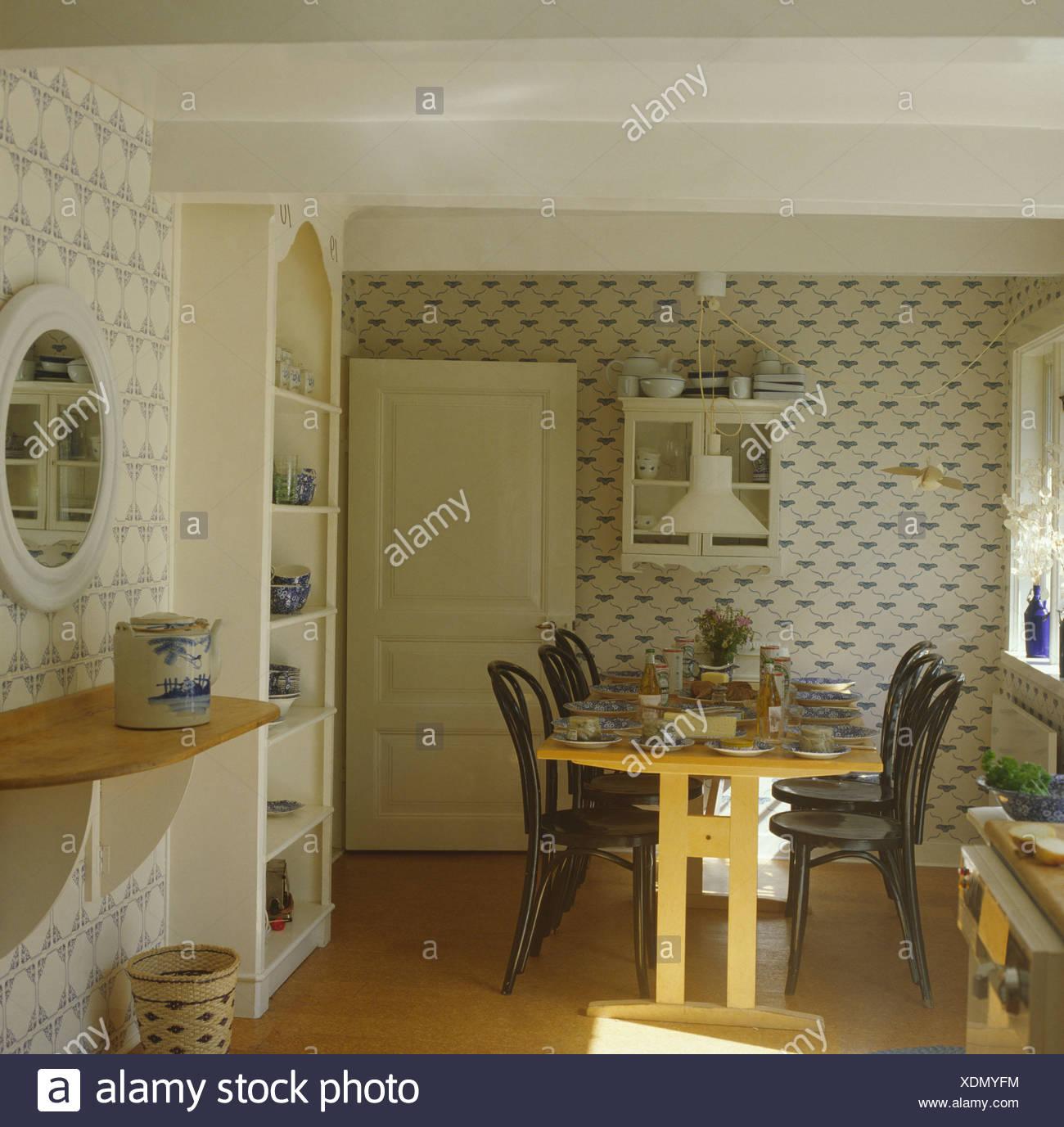 Holztisch Und Bugholz Stuhle Landhaus Esszimmer Mit Tapeten Und