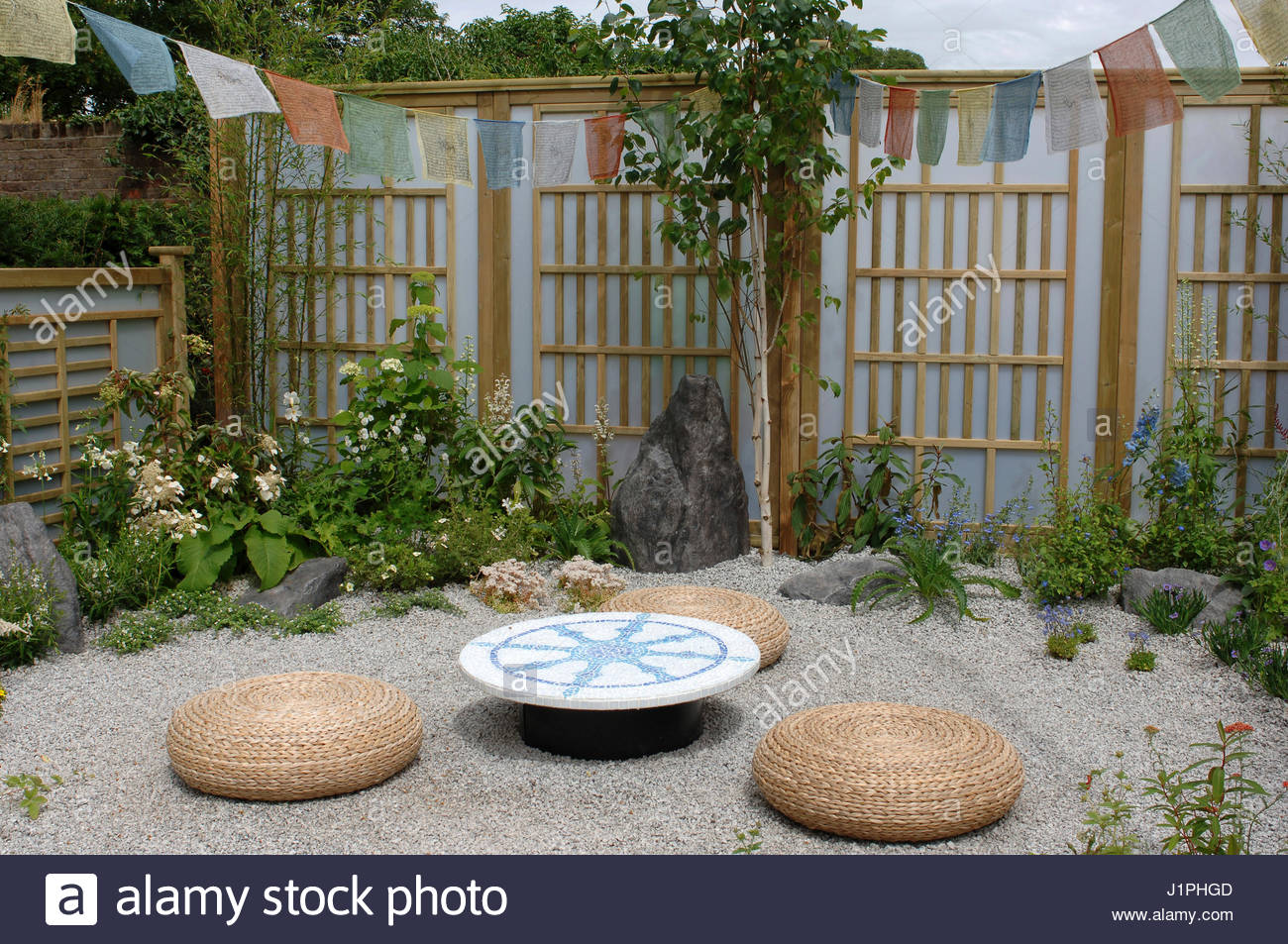 Plexiglass stock photos plexiglass stock images alamy for Japanese garden trellis designs