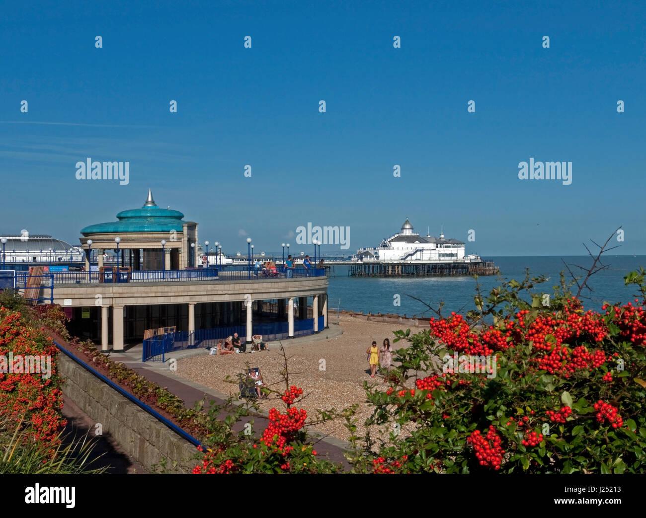 eastbourne esplanade stock photos u0026 eastbourne esplanade stock