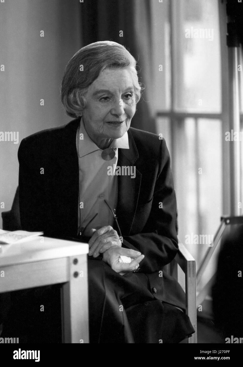 Jacques schell photographe synthesis of all pictures from www - Die Sterreichisch Britische Schauspielerin Und Regisseurin Elisabeth Bergner Deutschland 1980er Jahre Austrian Stock