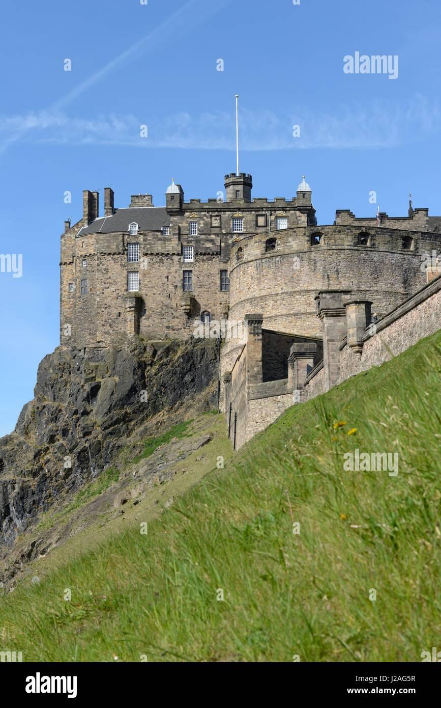 scottish flag edinburgh castle stock photos u0026 scottish flag