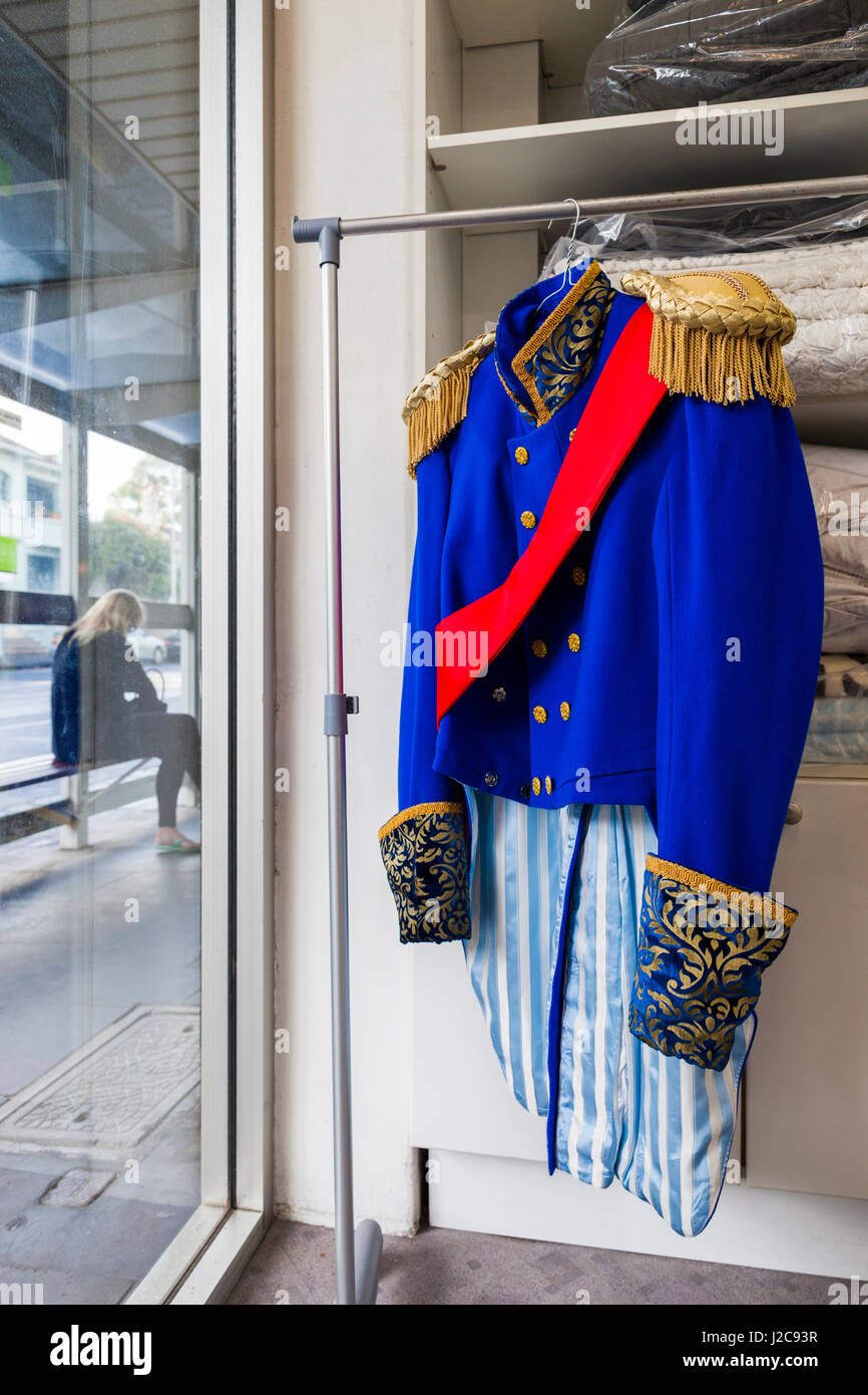 Uniform dating in Melbourne
